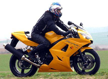 Motorrad Gp 2 Technische Daten by Triumph Daytona 650 Im Test Motorrad Tests Motorrad