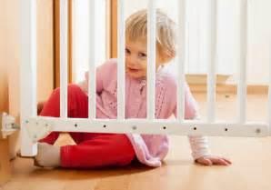 kindergitter treppe treppenschutzgitter f 252 r die sicherheit ihres kindes