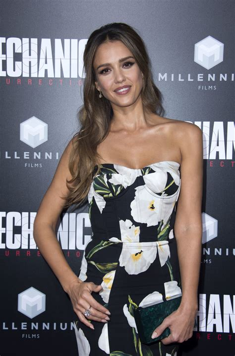 jessica pels jessica alba photos photos premiere of summit