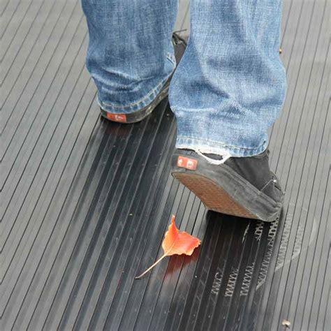 corrugated wide rib rubber runner mats