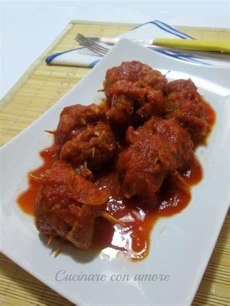 cucinare carne di maiale involtini di carne di maiale al sugo cucinare con