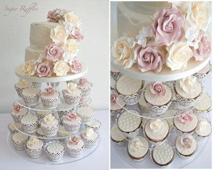 etagere cupcakes hochzeit sch 246 n schlicht und unaufgeregt dekorierte cupcakes aber