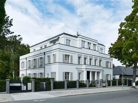 neue wohnkultur berlin moderne stadtvillen mitten im gr 252 nen in den malerischen