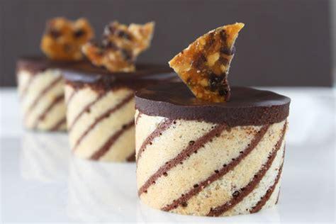 To make a biscuit joconde imprime to wrap around an entremet dessert