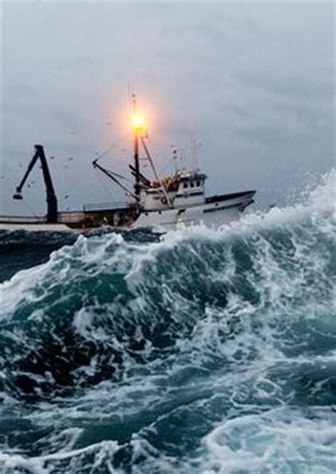 alaska fishing boat captain saves crewmen 1000 images about deadliest catch on pinterest