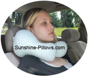 Best Neck Pillow For Flights by The Best Neck Pillow For Travel By Car Or Flight