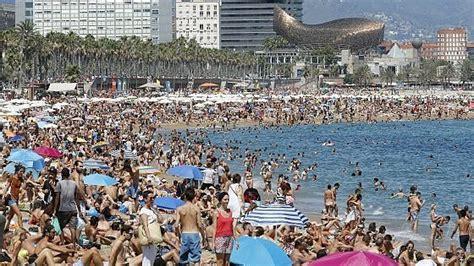 tassa di soggiorno barcellona barcellona e i turisti ora il sindaco colau attacca