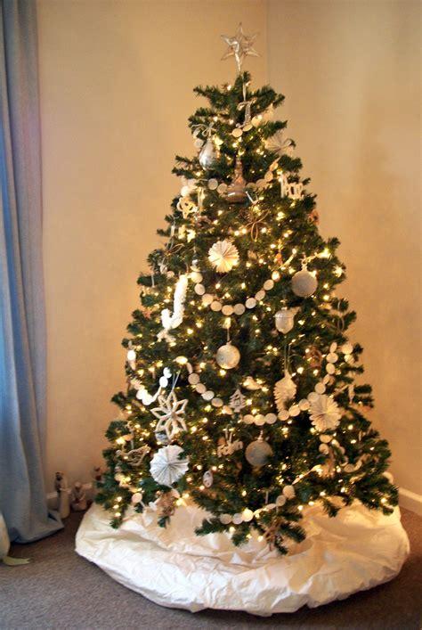 decoration de sapin de noel charmant sapin de noel decoration blanc 6 faith home