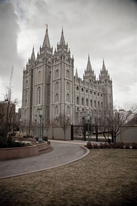 salt lake temple in the winter