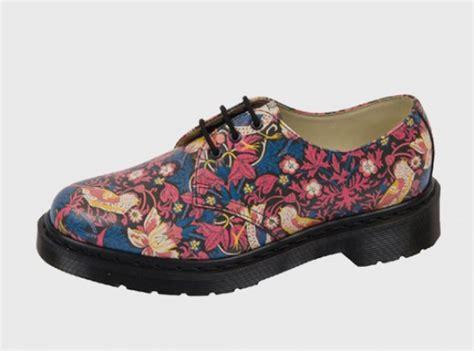 dr martens basse fiori novit 224 scarpe i dr martens si vestono di fiori con