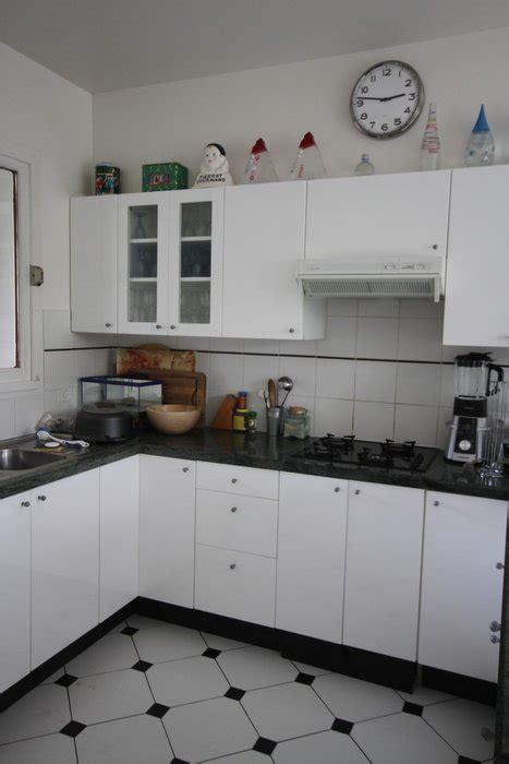 cuisine 駲uip馥 noir et blanc photo cuisine et maison contemporaine bois noir et blanc