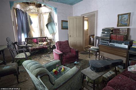 Explorer In Canada Discovers Home Abandoned 50 Years