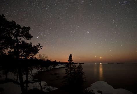 bright lights in the evening sky spot venus jupiter tonight