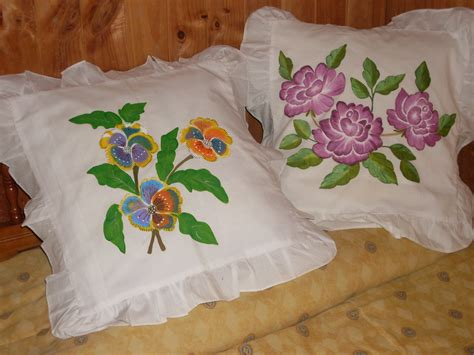 cojines con rosas a crochet cojines dise 241 ados con flores manitos de seda
