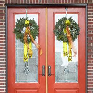 Christmas Door Decoration Ideas door decorating your front door for christmas can be a real art