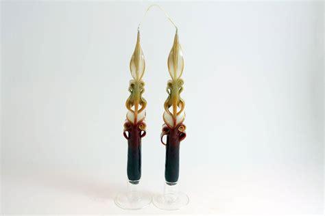 candele intagliate coppia di candele lunghe intagliate marroni e bianco
