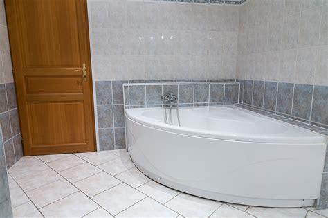 salle de bain avec baignoire balneo 301 moved permanently