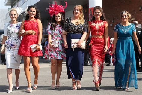 Grand National 2015 Ladies Day At Aintree Racecourse In | grand national 2015 ladies day fashion at aintree