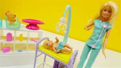 beim kinderarzt deutsch spanisch kinderbuch barbie hat einen termin beim kinderarzt spielspa 223 mit puppen auf deutsch youtube