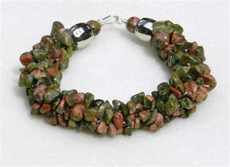 chip bead jewelry ideas how to use gemstone chips in kumihimo designs