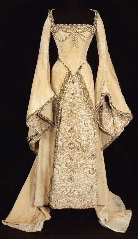tudor clothing dress to impress find out gallery of lovely 16th century wedding dress displaying image 15 of 15 12754