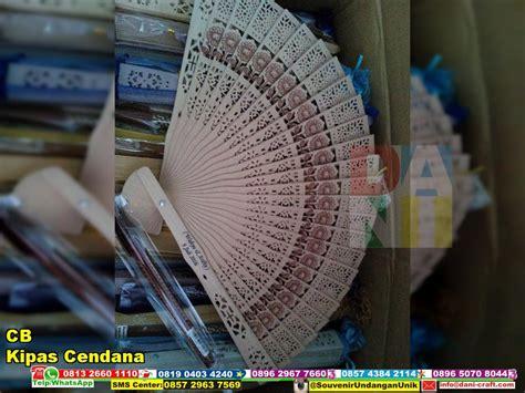 Kipas Kayu Cendana Bali kipas cendana souvenir kipas kayu wangi cendana