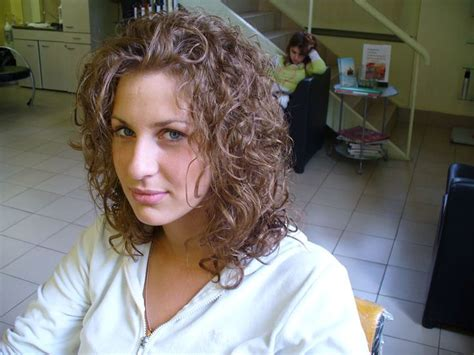 loose perm medium length hair loose curl shoulder length hair medium hair styles ideas