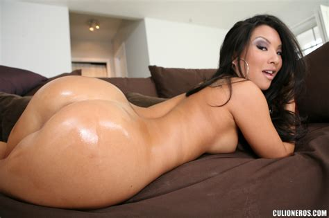 Hot Asian Mom Gets Her Booty Screwed With A Xxx Dessert