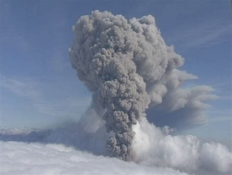 airlines brace for possible volcano eruption in iceland toronto