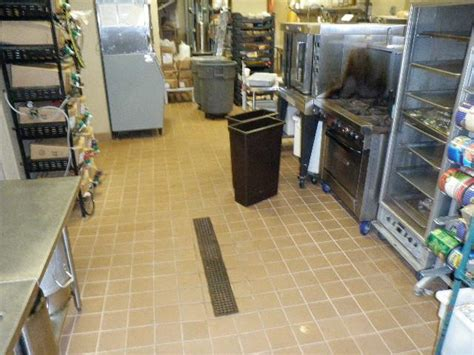clean restaurant kitchen floor from greasepro restaurant