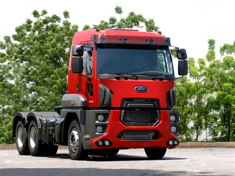 """Blue Oval's new Cargo cab over rig is largest """"One Ford"""