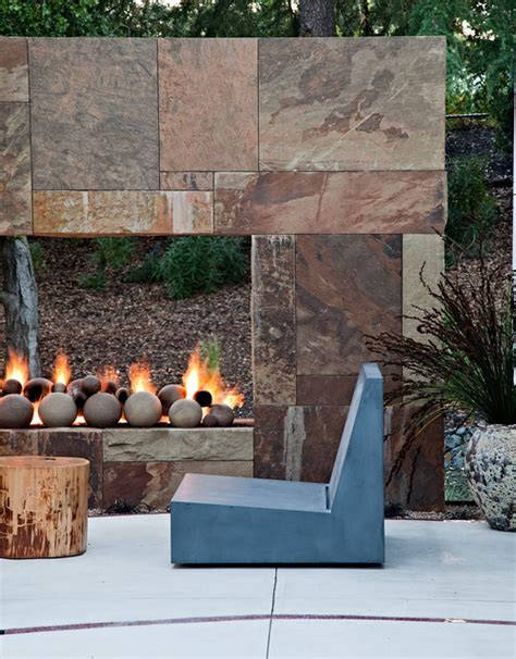 Garden Fireplaces by 16 Relaxing Outdoor Fireplace Designs For Your Garden