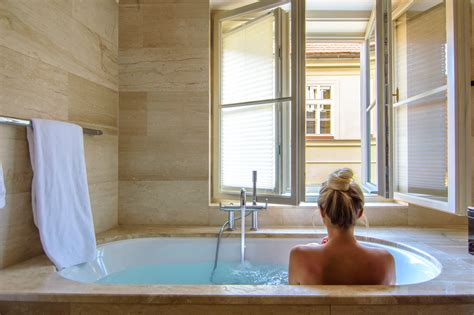 hotels with bathtub for two best bathtubs in the world