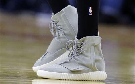 Adidas Yeezy Premium Blue une paire de yeezy pour le basketball en 2017 sneakers fr
