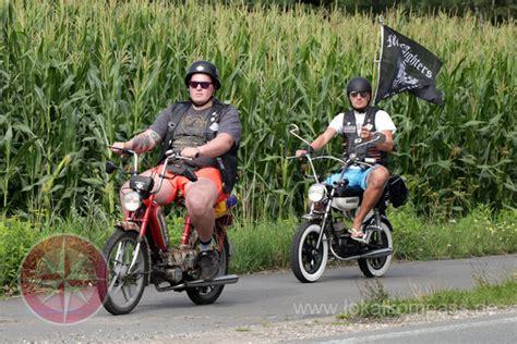 ab wann darf moped fahren mofa clubs geben gas f 252 r den goldenen tank l 252 nen