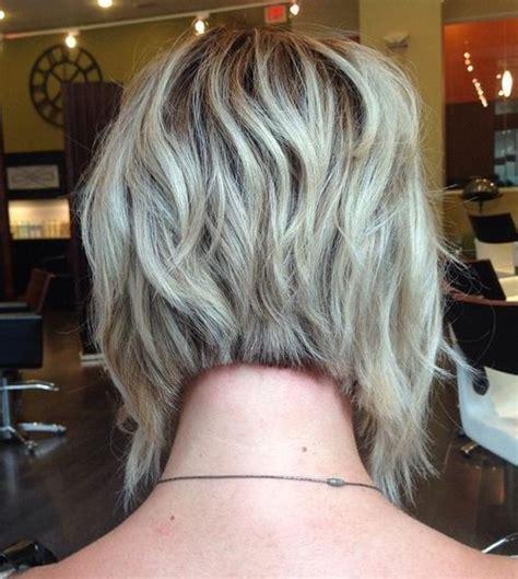 bib haircuts that look like helmet best 25 wavy angled bob ideas on pinterest wavy bob