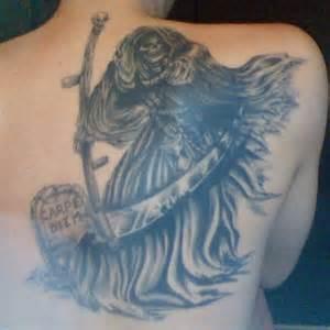 spiral tattoo tatouage faucheuse et tombe sur omoplate le tatouage com