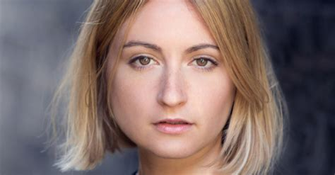 lizzy watts  play title role  ivo van hoves hedda