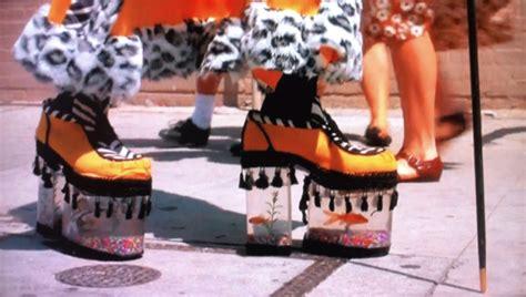 Gonna Get The Boot by Fisch Schuhe Um Aufmerksamkeit In Disco Auf Sich Zu Ziehen