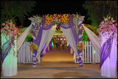 Wedding Flower Gate Decoration http://whatstrendingonline