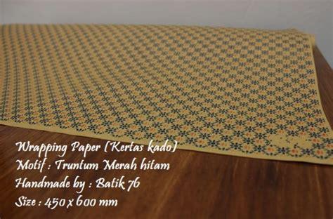 Dayak Hitam Sepatu Batik Handmade wrapping paper kertas kado motif batik truntum merah hitam