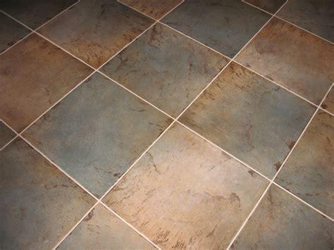pulire le fughe pavimento come pulire le fughe tra le piastrelle