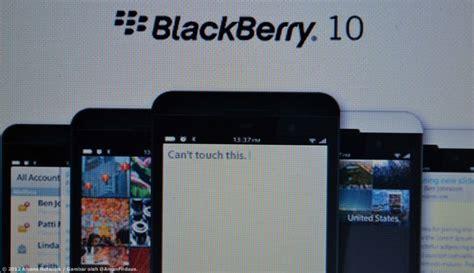 Harga Purbasari Bb Di Dandan gambar peranti blackberry z10 putih dan hitam tertiris ke