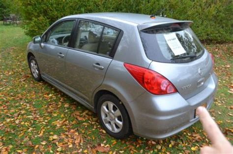 sell used nissan versa 4 cylinder mpg hatchback in
