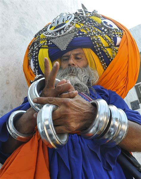 devout sikh wears the world s largest turban that takes