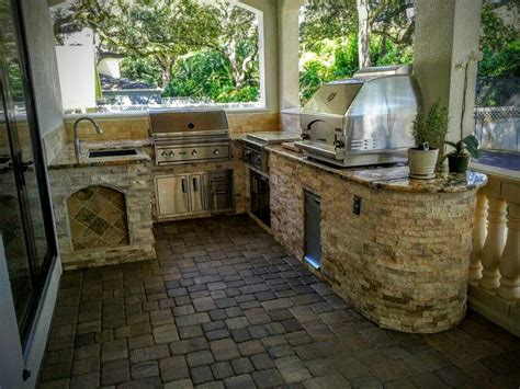 Stone Backsplash In Kitchen by Creative Outdoor Kitchens Outdoor Kitchen With Grill