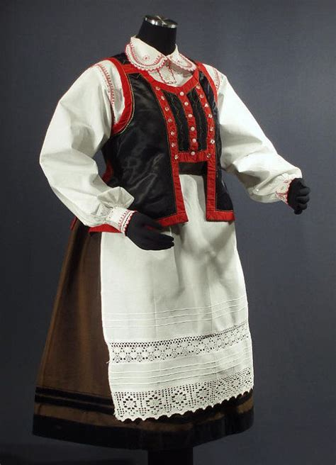 Dress Salur Kerut 26 best images about kurpiowska on traditional dresses folk and sauerkraut