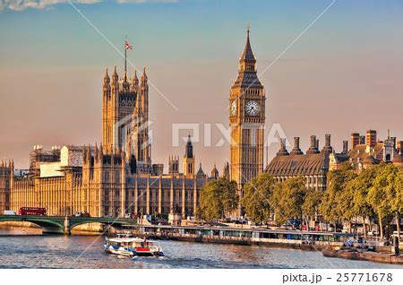 big boat in london big ben with boat in london england ukの写真素材 25771678