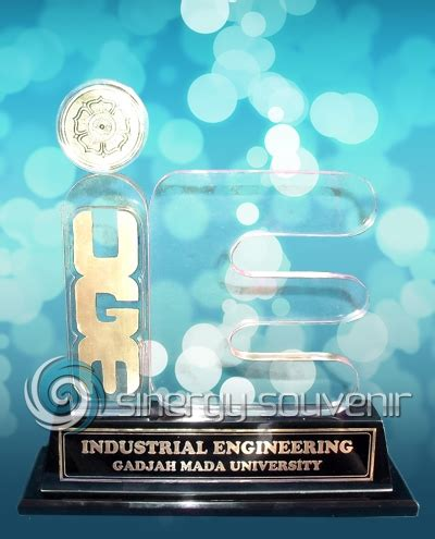 Kios Plakat Trophy Medali Samir Pin Acrylik Kayu Fiber Glass plakat ie ugm 187 plakat jogja plakat yogyakarta 187 sinergy