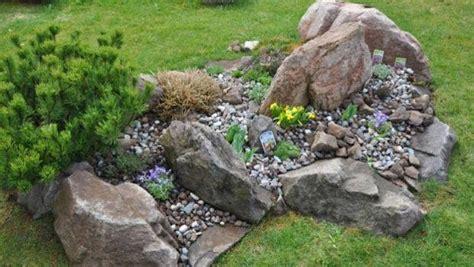 decorare il giardino coi sassi utilizzo creativo dei sassi in giardino